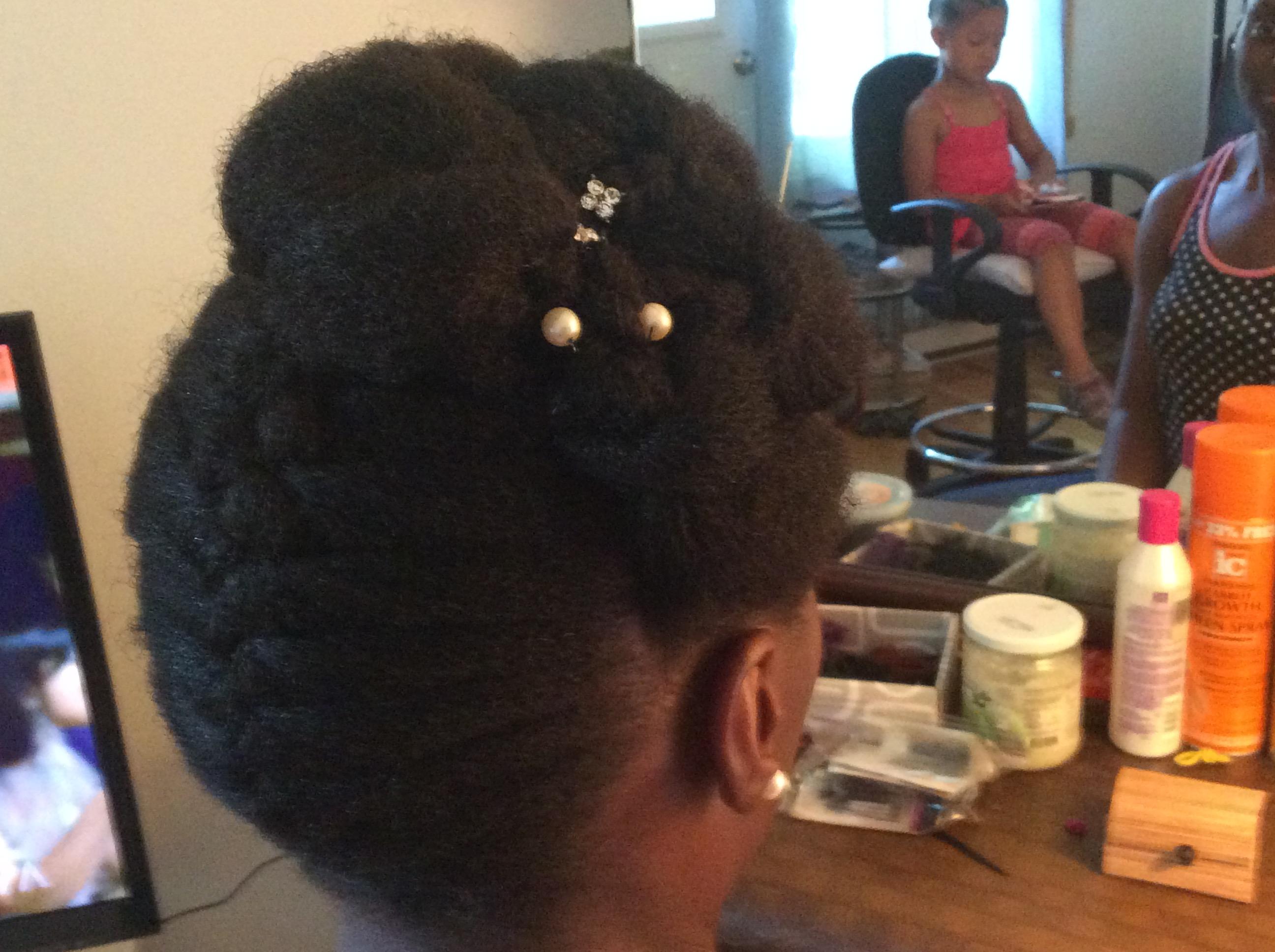 Coiffure avec cheveux afro
